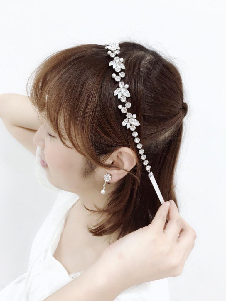 スワロフスキーを使ったウェディング リボン カチューシャ:人気のマーキスカットでかわいいデザインを着用する花嫁 品番No.212