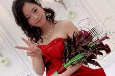 スワロフスキーを使ったオーダーメイドのブライダル ネックレスを着用する花嫁