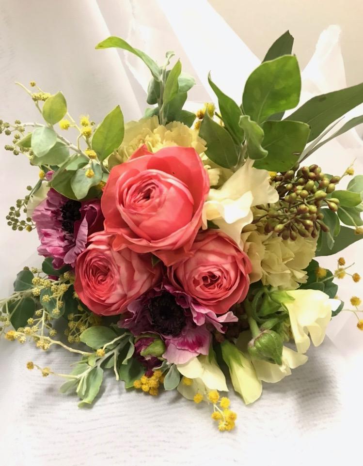 花嫁の髪型 お花に合わせたウェディング ブーケ
