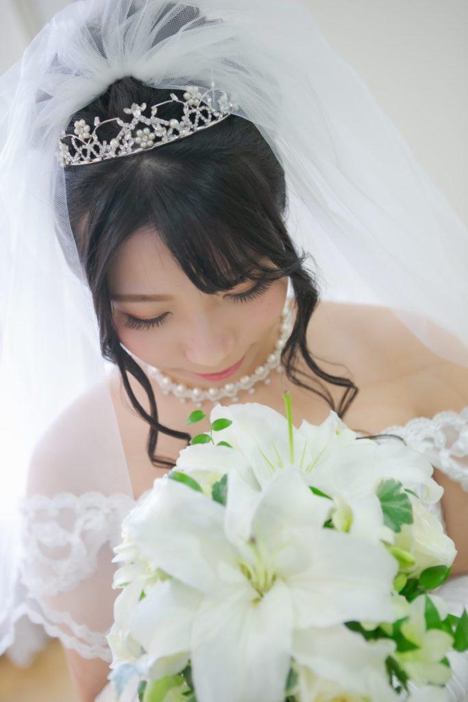 花嫁 髪型 王道 ティアラ アップスタイル ウェディングドレス着用