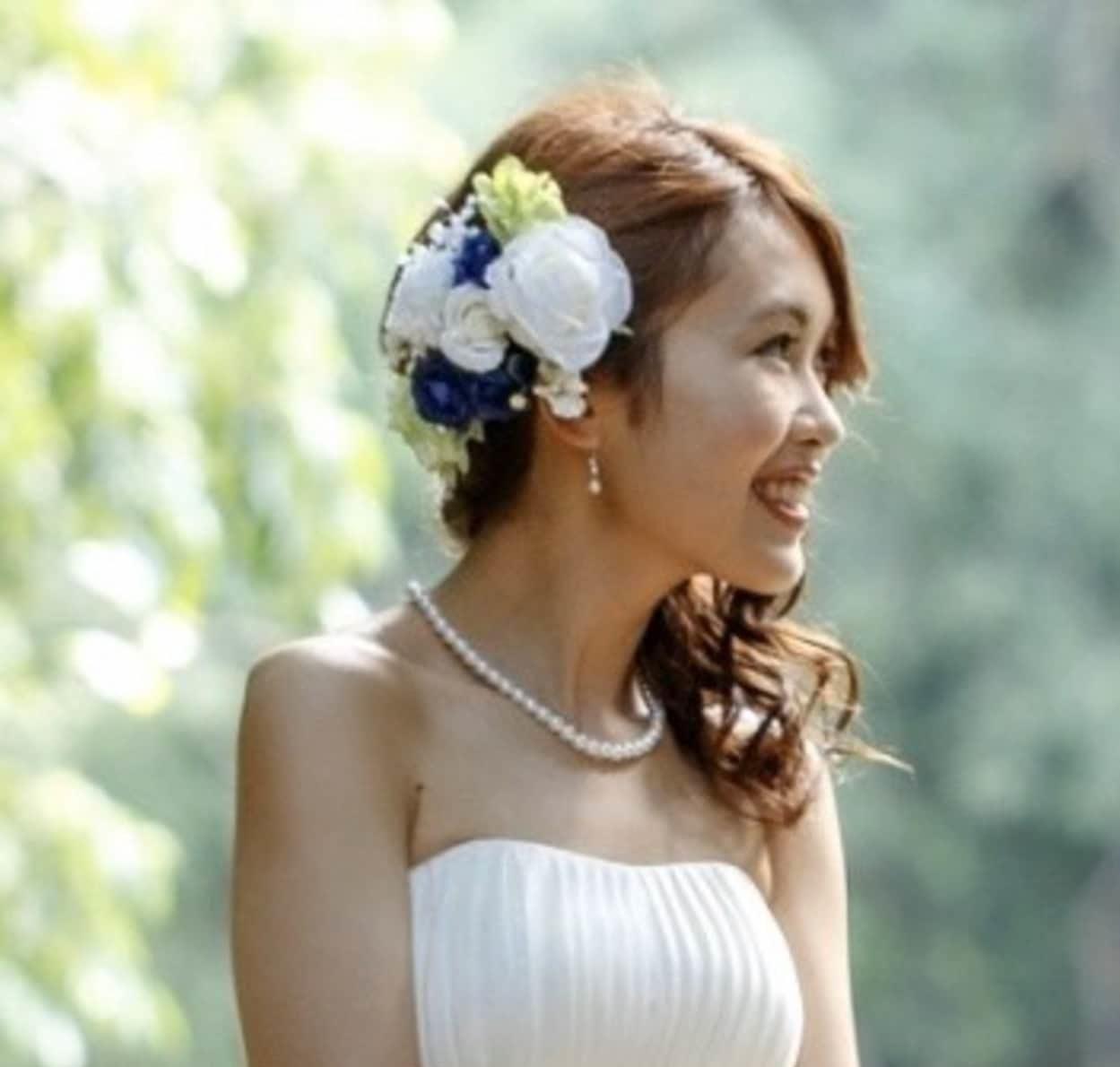 花嫁 髪型 お花 ハーフアップ ウェディングドレス着用