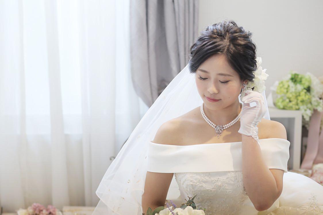 花嫁 髪型 お花 シニヨンヘア ウェディングドレス着用