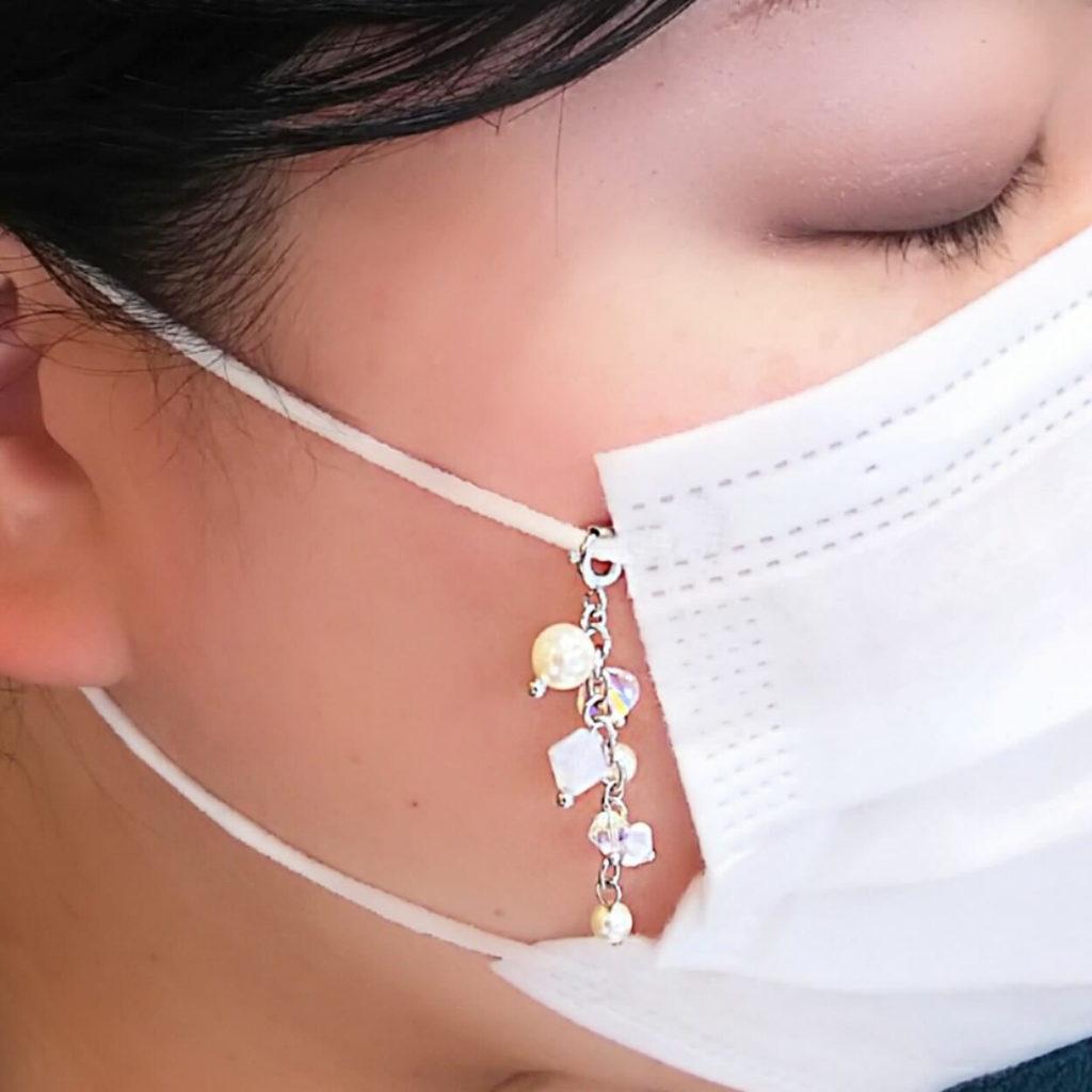 マスク アクセサリー スワロフスキー使用 マスク チャーム かわいいパールモチーフ 着用画像