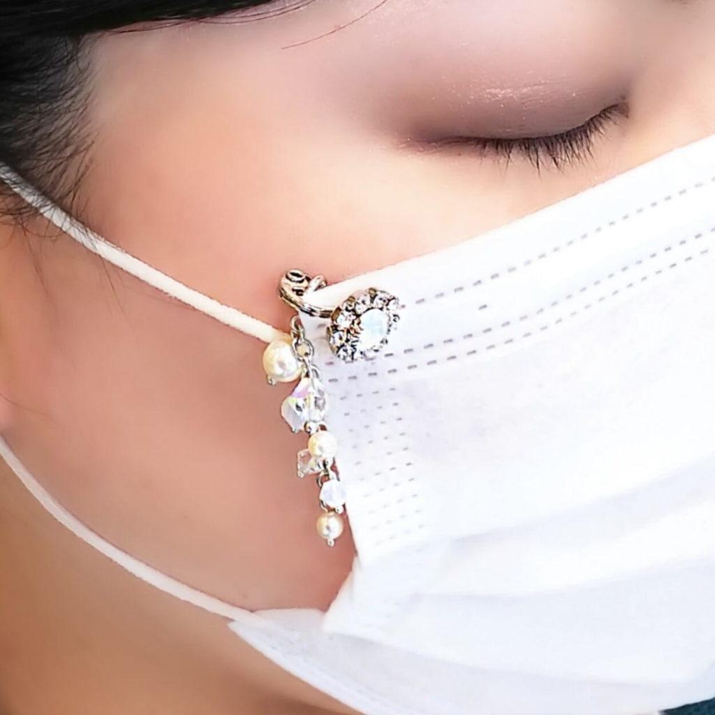 マスク ピアス アクセサリー 着用画像 スワロフスキー使用 マスク チャーム 付き
