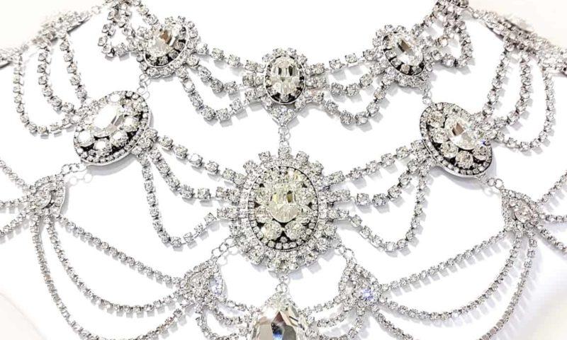 ウェディング ドレスをツーウェイに見せてくれるショルダーネックレス スワロフスキー使用 ブライダル ネックレス 大ぶり